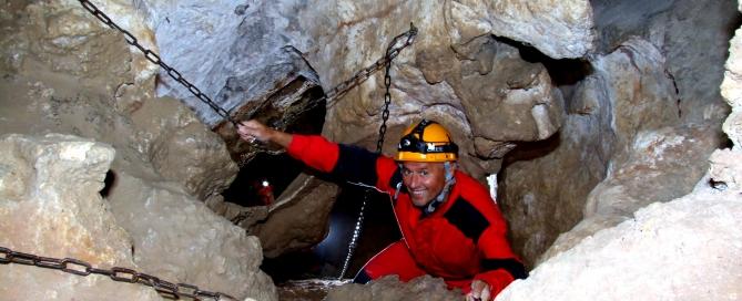 A barlang középszintjén, a Kacsában