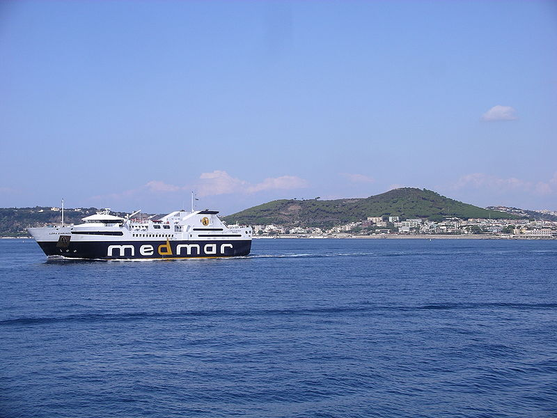 Monte Nuovo látképe a Pozzuoli-öböl felől (Forrás: Wikipedia)