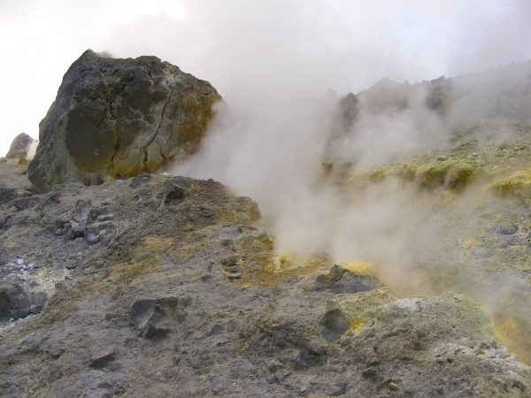 Gázfüggöny a vulcanoi Nagy-kráterben