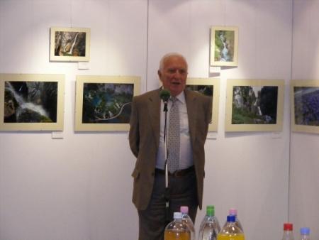 Dr. Papp-Váry Árpád megnyitja a kiállítást