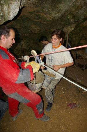 Több köbméternyi anyagot kellett kitermelni a barlang megnyitásához
