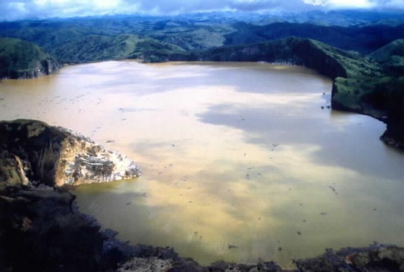 Nyos-tó  (Forrás Wikipedia)