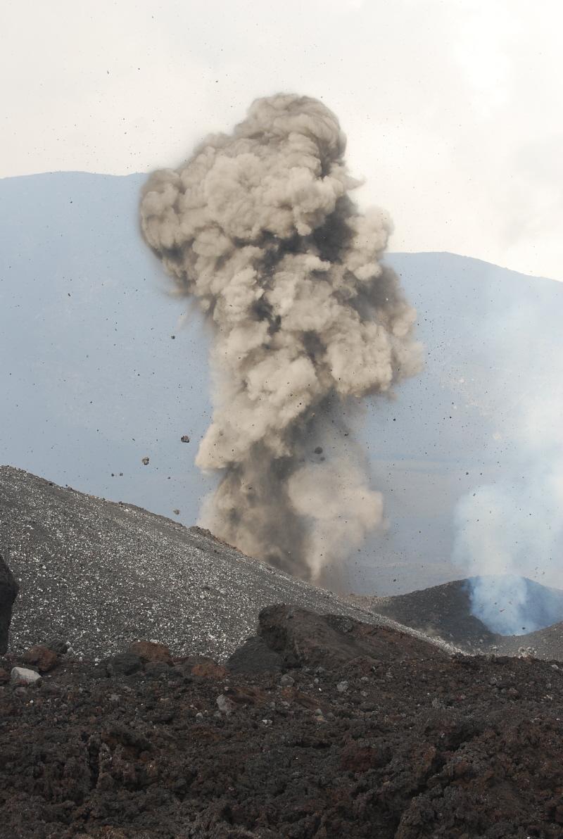 Robbanásos kitörés piroklasztszórással az Etnán
