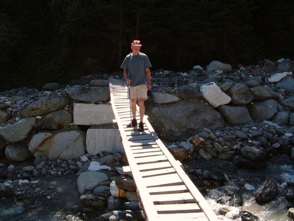 Itt nincs jelzett turistaút, a híd is alkalminak tűnik