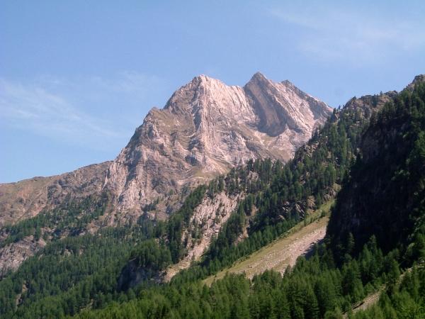 Jól látható gyűrődések a hegységképző erőket demonstrálja