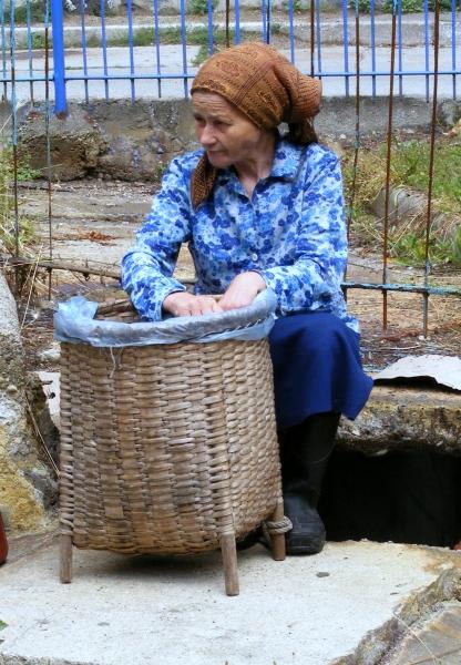 A nő alól feltörő forró gőzöknek és gázoknak gyógyító hatást tulajdonítanak