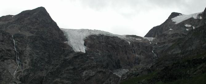 A hegyormokat gleccserek borítják