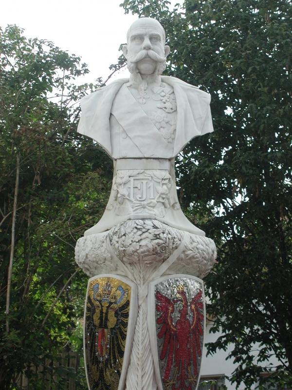 Ferenc József márványszobra Laasban