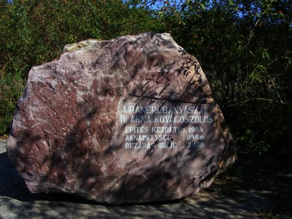 A bányászat emlékköve a Jakab-hegy tövében