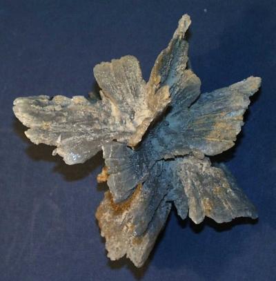 Sivatagi rózsára emlékeztető gipszkristály Imoláról