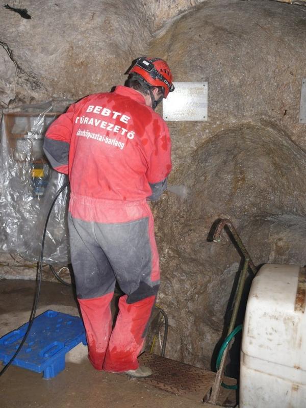 A magasnyomású mosó hatékony a koszos, poros falfelületek megtisztításában is (Lieber Tamás)
