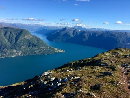 Mintha folyó lenne (rálátás a Sogndal-fjordra)