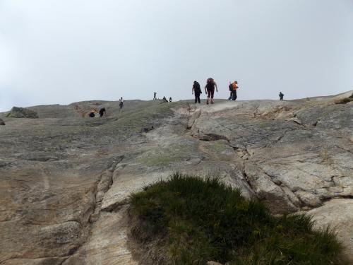 Az emelkedő utolsó szakasza Kjerag-szikla